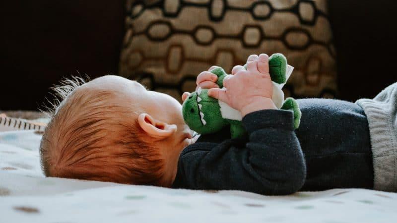 Pourquoi donner des doudous à son bébé ?